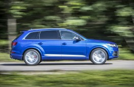 Audi SQ7, side action