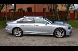 Audi A8 55 TFSI quattro tiptronic, side