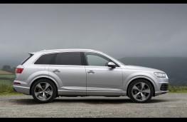 Audi Q7, side