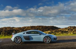 Audi R8 Coupe, side