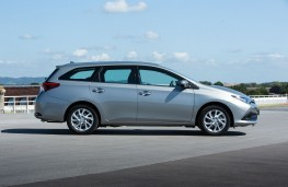 Toyota Auris Touring Sports, side
