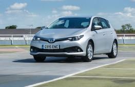 Toyota Auris Hybrid, front