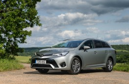 Toyota Avensis Touring Sports, front