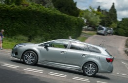 Toyota Avensis Touring Sports, side, action