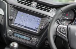 Toyota Avensis, saloon, touchscreen