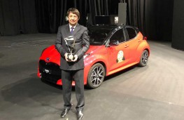 Toyota Yaris, European Car of the Year, 2021, with award