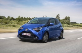 Toyota Aygo, 2018, front, action