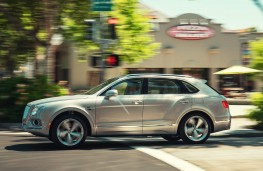 Bentley Bentayga Hybrid side