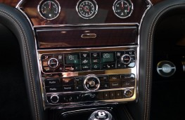 Bentley Mulsanne EWB, dash detail