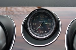 Bentley Bentayga, clock