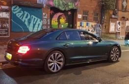 Bentley Flying Spur, urban graffiti