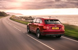 Bentley Bentayga V8, 2018, rear