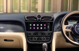 Bentley Bentayga Hybrid, 2021, display screen