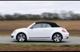 Volkswagen Beetle Cabriolet, side, roof up