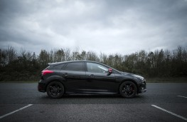 Ford Focus Black Edition, side