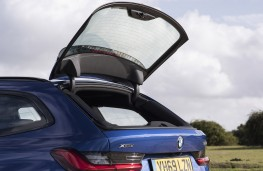 BMW 3 Series Touring opening tailgate window