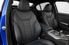 BMW 320d xDrive, front seats