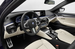BMW 530e xDrive 2020 cockpit