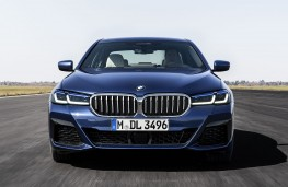 BMW 530e xDrive 2020 head on