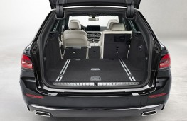 BMW 530i Touring 2020 luggage space