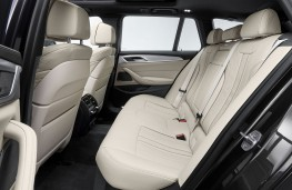 BMW 530i Touring 2020 rear seat