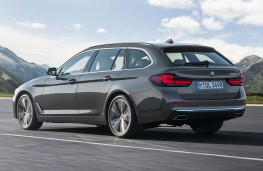 BMW 530i Touring 2020 rear