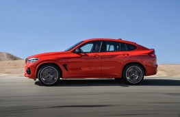 BMW X4-M Competition side action