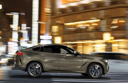 BMW X6 2020 side action
