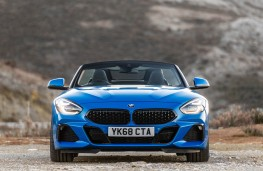 BMW Z4 2.0i 2019 head on