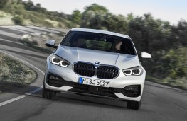 BMW 118i Sport head on action