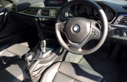 BMW 330e Sport Saloon, dashboard