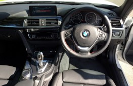 BMW 330e Sport Saloon, interior