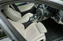 BMW 520d M Sport, front seats