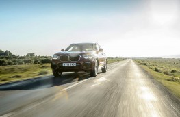 BMW X4, front action 2