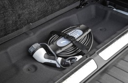 BMW X5 xDrive40e, charger in boot
