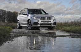 BMW X5 xDrive40e, front with water