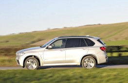 BMW X5 xDrive40e, side action