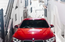 BMW 320d, upright