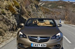Vauxhall Cascada, upright