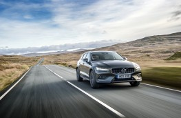 Volvo V60 Cross Country, 2019, front, action