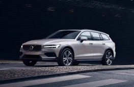 Volvo V60 Cross Country, 2019, front