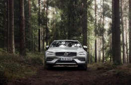 Volvo V60 Cross Country, 2019, front, off road