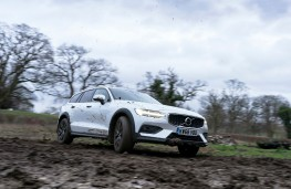 Volvo V60 Cross Country, front, off road