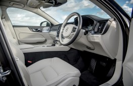 Volvo V60 Cross Country, interior