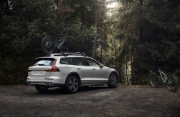 Volvo V60 Cross Country, 2019, rear, off road