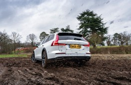 Volvo V60 Cross Country, rear, off road