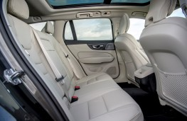Volvo V60 Cross Country, rear seats