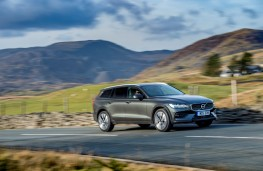 Volvo V60 Cross Country, side, action