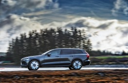Volvo V60 Cross Country, 2019, side