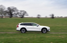 Volvo V60 Cross Country, side